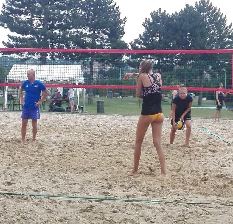 Naše beachvolejbalistky na turnaji U-22 v Skalici