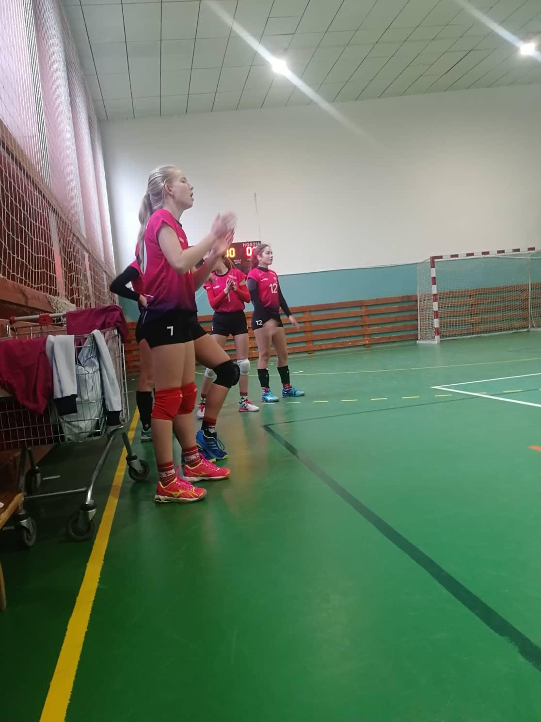 volejbal žiačky MVK v Leviciach